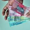 El parecido entre algunos billetes en RD crea confusión en población
