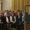 Juez ordena a la Casa Blanca restituir el pase de prensa de Jim Acosta de CNN