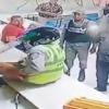 Policías entra en colmado para llevarse las bocinas