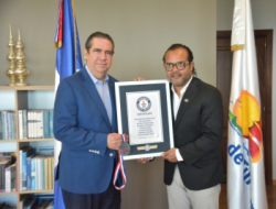 Ministro de Turismo recibe visita de Alberto Zayas