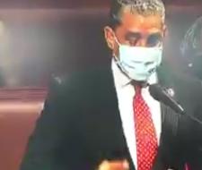 Adriano Espaillat da positivo una semana después de recibir inyecciones de vacunas