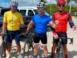 David Bisbal hizo ciclismo en la paradisíaca zona de Punta Cana.