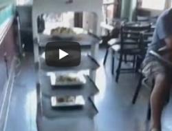 Restaurante hispano en California con robot mesero